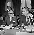 IGGI conferentie minister De Koning en minister Widjo, Bestanddeelnr 929-7330.jpg