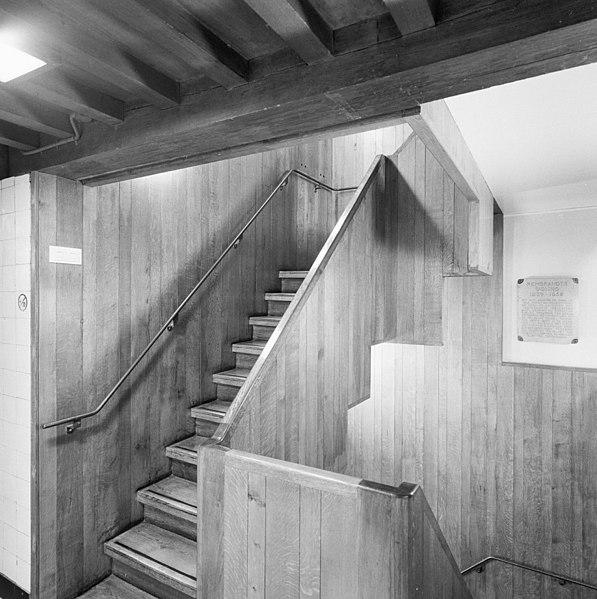 File int hoofdverdieping trap vanuit onderhuis naar for Trap naar boven