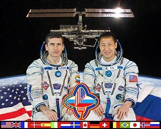 Soyuz TMA-2 - Image: ISS Expedition 7 crew