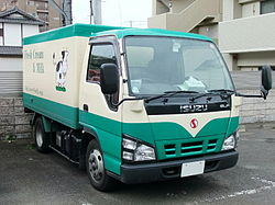 ISUZU ELF 5th generation, Later Model (Minor Change of 2004.05 model).jpg