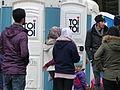 Immigranten beim Grenzübergang Wegscheid (23090128076).jpg