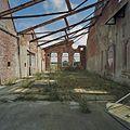 Interieur, overzicht hal. In slechte staat- daken zijn ingestort en de ruiten zijn stuk - Midwolda - 20378635 - RCE.jpg