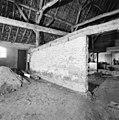 Interieur, schuur, dwarsmuur van zonnebaksteen - Sint-Oedenrode - 20001809 - RCE.jpg