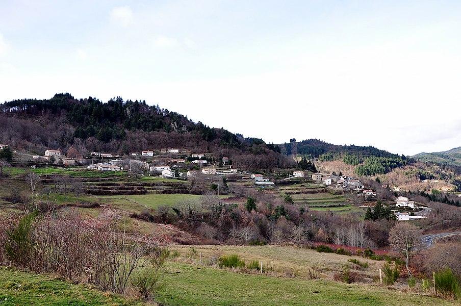 Village de Jaunac depuis la route départementale 282A.