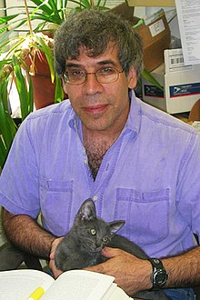 Jerry Coyne vid University of Chicago, 2006, med labb-katten [1] Dusty.