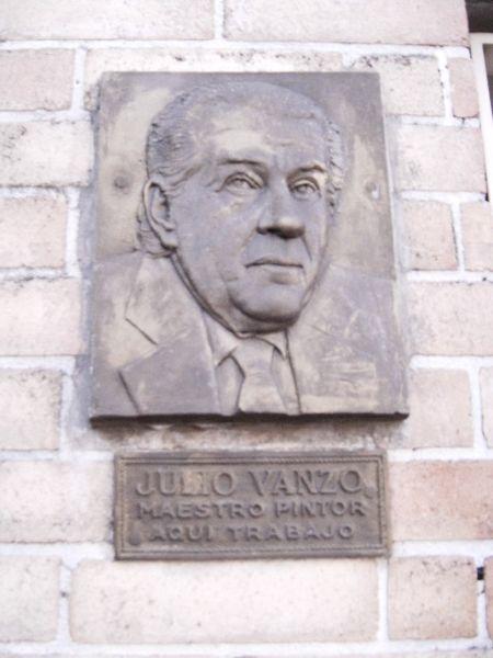 Archivo:Julio Vanzo, placa casa.jpg