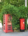 K6 Telephone box and ERII postbox - geograph.org.uk - 1332226.jpg