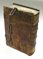 http://upload.wikimedia.org/wikipedia/commons/thumb/c/c3/Kettenbuch_1.JPG/150px-Kettenbuch_1.JPG