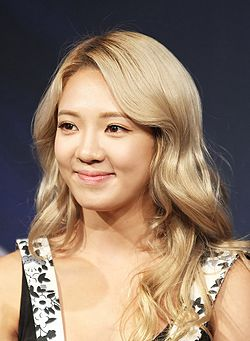 Kim Hyo-yeon at Dancing 9 Special Live in August 2013 03.jpg