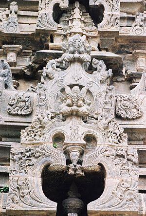 Kirtimukha - Image: Kirtimukha relief decoration at Amruteshvara temple in Annigeri
