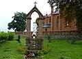 Kościół - p.w Św Katarzyny Aleksandryjskiej w Grylewie - kapliczka przed kościołem - panoramio.jpg
