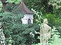 Krasňany, kaplnka a socha.jpg