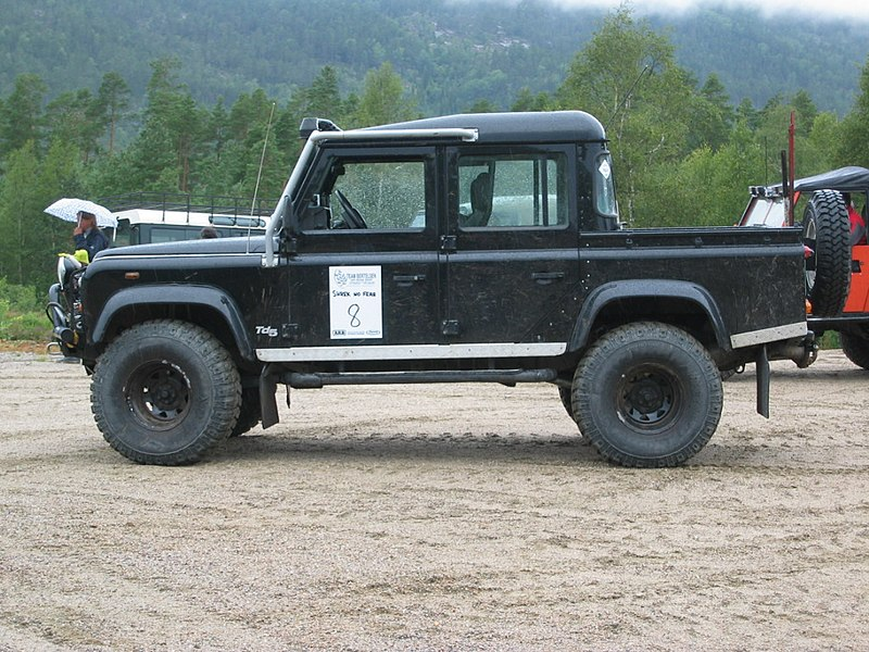 File:Land Rover Defender 110 Crew Cab.jpg
