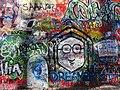 Lennonova zeď (Lennon Wall), Praga (març 2013) - panoramio (2).jpg