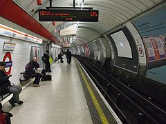 Liverpool Street Central line eastbound look west.JPG