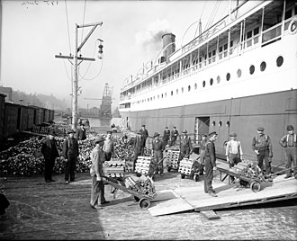 SS Milwaukee Clipper - Loading copper, c. 1905