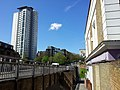 London, Woolwich, Nightingale Vale, pub en appartment block.jpg