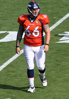 Lonie Paxton Player of American football