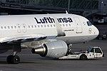 Lufthansa Airbus A320-214 D-AIZW (22479973420).jpg