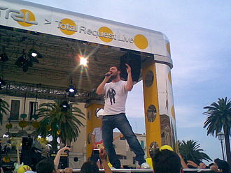 Total Request Live (Italy) - Cesare Cremonini performing on TRL stage.