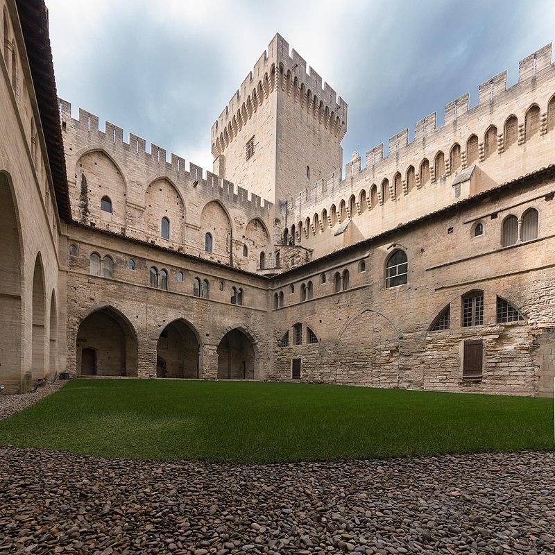 MK53831-32 Palais des Papes d'Avignon.jpg