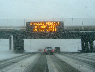 Variable-message sign - Sign over Interstate 94 in Saint Paul, Minnesota, advising of a road blockage during a winter storm