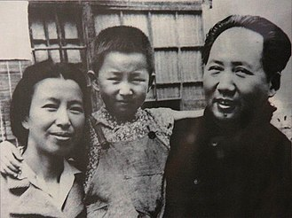 Li Na (daughter of Mao Zedong) - Li Na as a young girl, with her parents Jiang Qing and Mao Zedong
