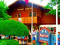 Maple Leaf Cheese and Chocolate Haus - panoramio.jpg