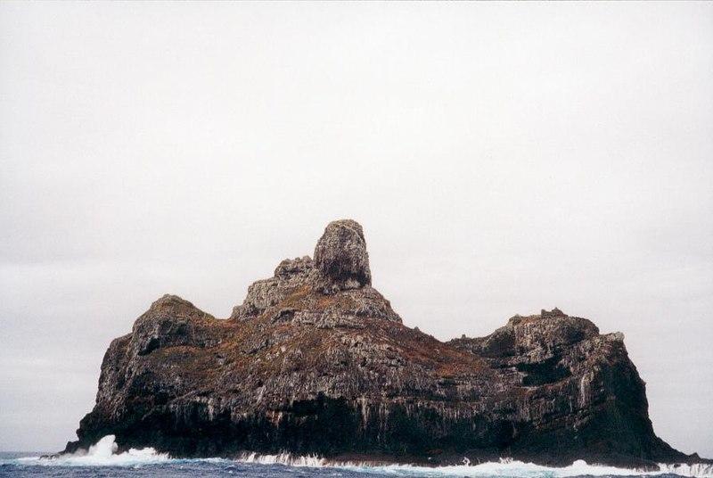 Fichier:Marotiri - îlot sud.jpg