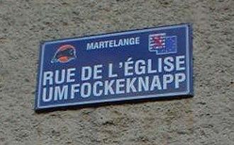 Arelerland - Bilingual street sign in Martelange.