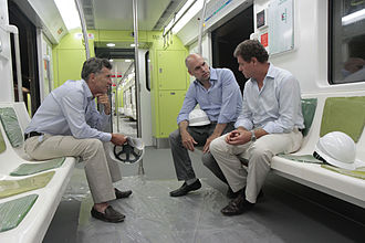 Horacio Rodríguez Larreta - Larreta with then-mayor Mauricio Macri and SBASE chief Juan Pablo Picardo on a 200 Series train.