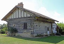 Mazières-Naresse - Maison à empilage de poutres de Peyregras -1.JPG