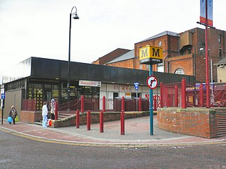 North Shields Metro station - The original Metro building pictured in 2010, prior to demolition