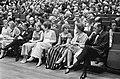 Mevrouw de Jong , minister-president P. de Jong , zijn dochter, mevrouw Wittevee, Bestanddeelnr 920-4117.jpg