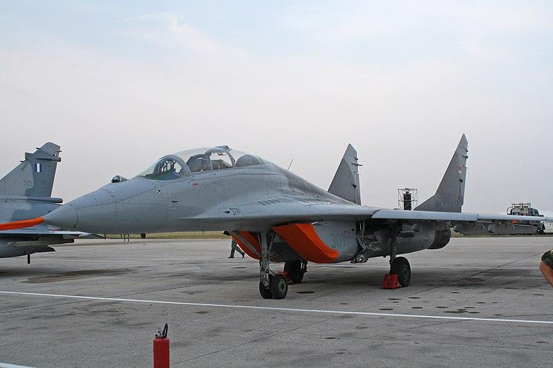 FULCRUM MIG-29 FAP: CAZADOR - Página 18 800px-MiG-29UB_18301_V_i_PVO_VS,_september_13,_2009