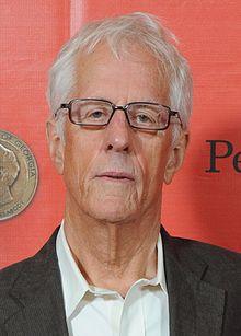 Michael Apted na 72. dorocznej ceremonii rozdania nagród Peabody (przycięty) .jpg