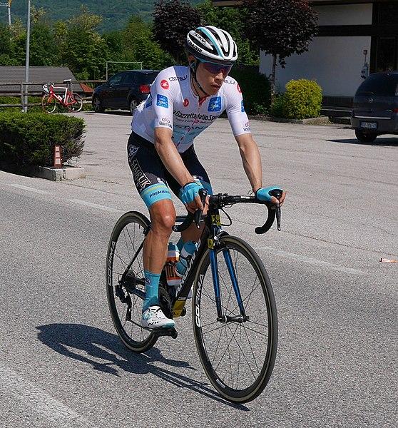 Archivo:Miguel Angel Lopez (team Astana) Giro d'Italia 2019, Stage 19, wearing White jesrey.jpg
