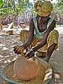 Mo prépare le riz Ⓒ J Cavaillon. mention obligatoire P1010487.JPG
