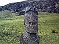 Moai al pie del volcán Rano Raraku - panoramio (3).jpg