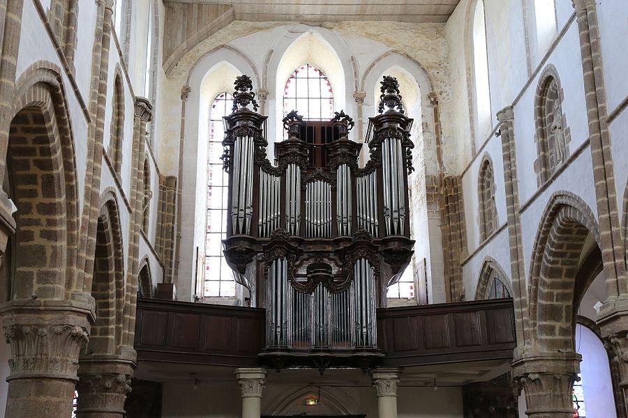 Collégiale Saint-Évroult de Mortain: l'orgue de tribune.