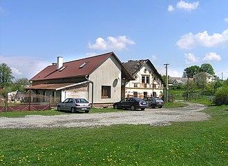 Mrákotín (Chrudim District) - Image: Mrákotín, common 2
