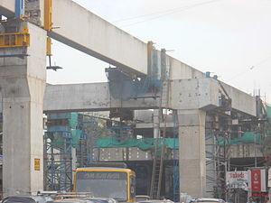 Line 1 (Mumbai Monorail) - Line 1 under construction in Chembur. Picture taken: 13 July 2012