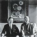 """Mushanokoji Saneatsu and Koyata Yamamoto with Vincent van Gogh's """"Sunflowers"""" 02.jpg"""