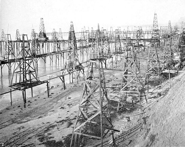 NIE 1905 Petroleum - oil wells on the beach at Summerfield (California).jpg