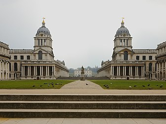 L'Old Royal Naval College, ensemble architectural central du Maritime Greenwich, à Londres, site inscrit au patrimoine mondial.  (définition réelle 3 797 × 2 848)