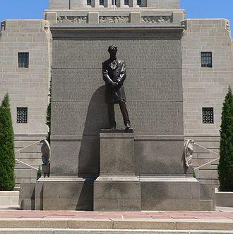Abraham Lincoln (1912 statue) - Image: Nebraska State Capitol W entrance Lincoln 2