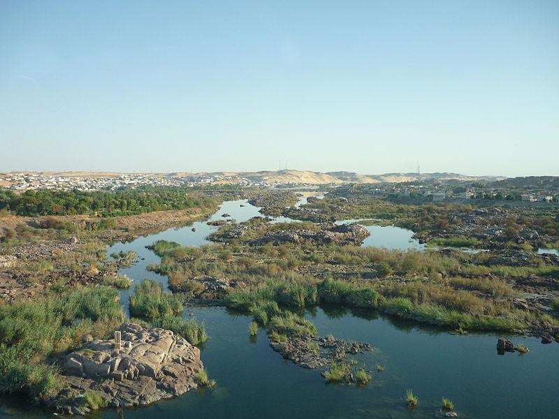 File:Nile first cataract low dam2.JPG