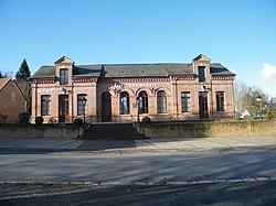 Noyelles-en-Chaussée, Somme, Fr, mairie-école.jpg