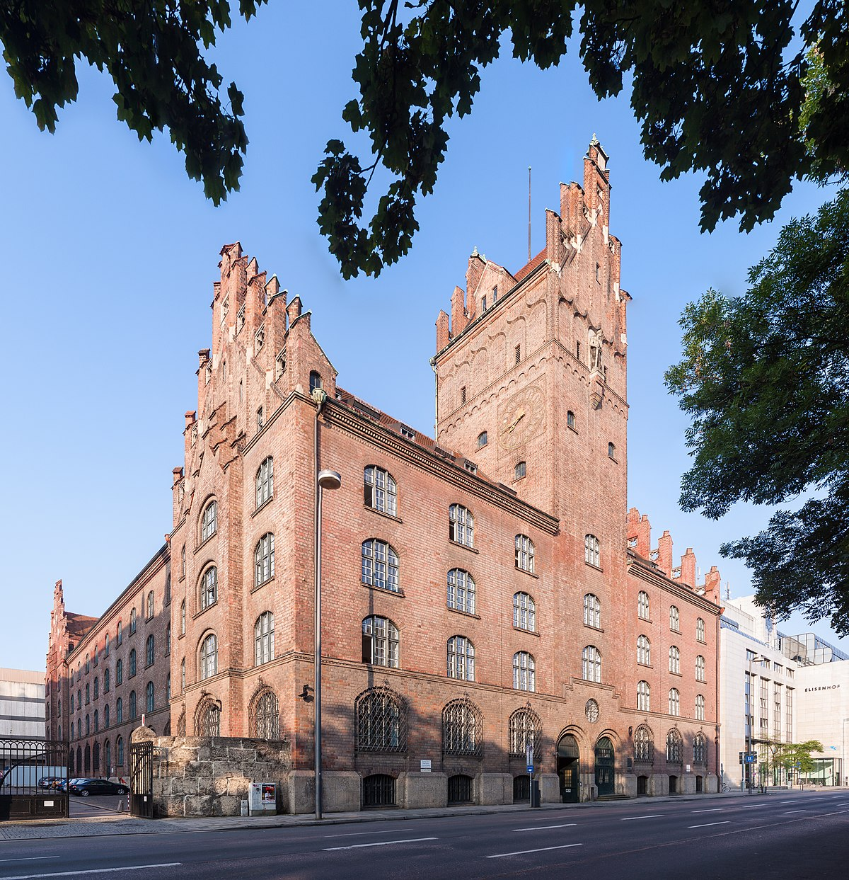 Bildergebnis für Wikimedia Commons Bilder München Oberlandesgericht