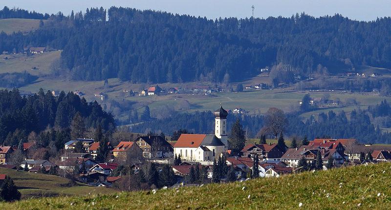 File:Oberstaufen - Vorderreute nw - Oberreute v O.JPG
